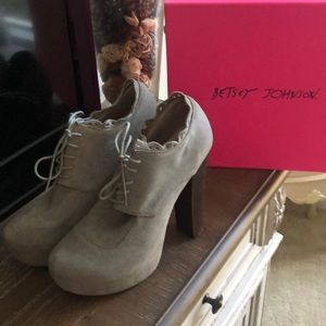 High-heel Betsy Johnson booties size 10